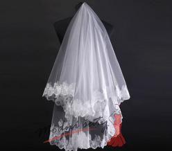 Kulatý svatební závoj lemovaný krajkou