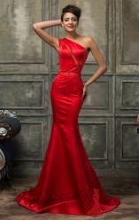 Červené šatičky na ramínko s rozšiřující se sukní