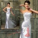 Stříbrné saténové šaty