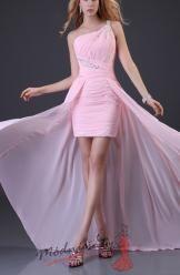 Růžové plesové šaty s vlečkou