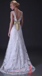 Krajkové svatební šaty se zlatou stuhou