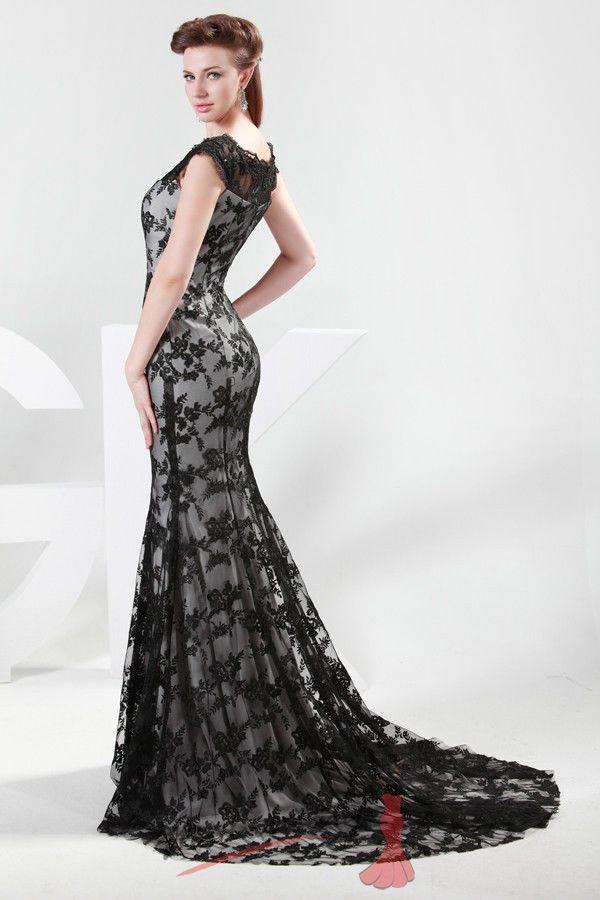Společenské šaty černou krajkou. d6cadad8b83