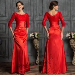 Červené krajkové večerní šaty.