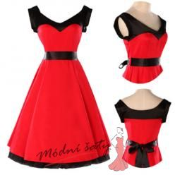 Červené šaty s černým páskem