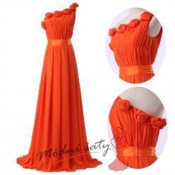 Plesové šaty červené na rameno s růžičkami.