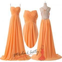 Oranžové šaty s holými zády.