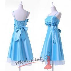 Světle modré plesové šaty s růžičkami