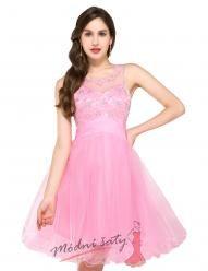 Krátké plesové šaty v růžové barvě