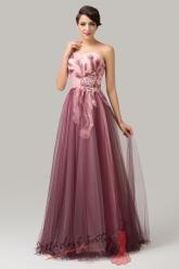 Růžové plesové šaty s pírky