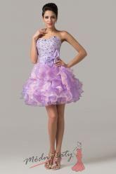 Levandulové plesové šaty s řasnou sukní