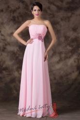 Růžové plesové šaty s květinou v pase