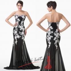 Černé večerní šaty s bílými květinami