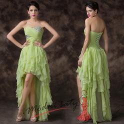 Světle zelené šaty do tanečních s volánky