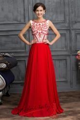 Červené plesové šaty s výšivkou