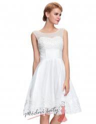 Bílé koktejlové šaty s perličkami