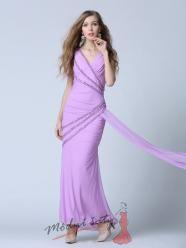 Fialkové šaty zdobené perličkami
