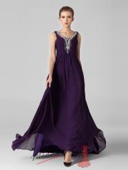 Tmavě fialové večerní šaty se stříbrnými korálky