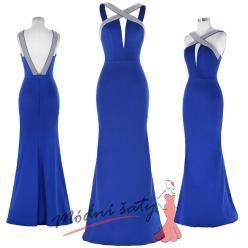 Modré šaty s hlubokým výstřihem