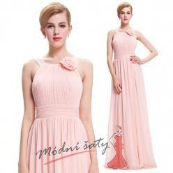 Světle růžové šaty pro družičky s květinou